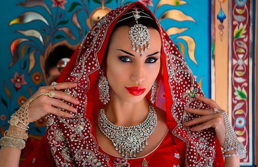 Красота Востока: серьги-джумки и другие знаменитые украшения из Индии