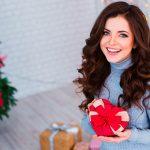 Стильные подарки на Новый год: что купить за 500 рублей