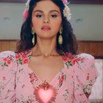 Селена Гомес выпустила романтичный клип «De Una Vez»