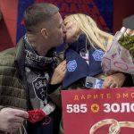 Петербуржец сделал предложение своей девушке на хоккейном матче