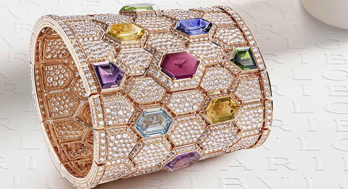 Bvlgari представили манжетные часы с 4000 бриллиантов