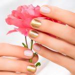 Золотая лихорадка: 7 идей маникюра с оттенками драгоценного металла