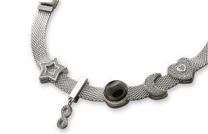 Миланский браслет: как ювелирная сетка стала модным аксессуаром